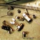 Práce na systémech AK, Zastava: ladění mechanismů, opravy, výroba hlavní